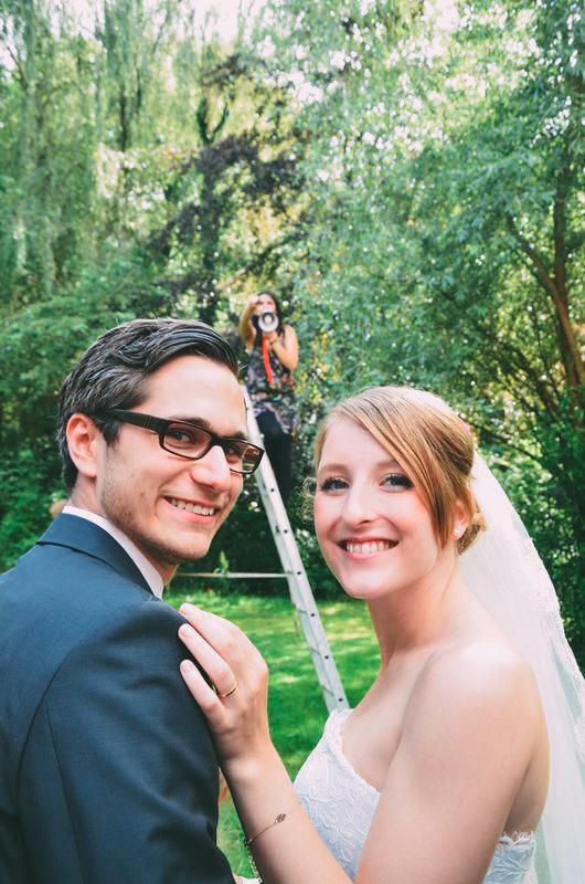 Making of Foto von der Hochzeit zusammen mit dem Brautpaar und Fotografin Capture your Love